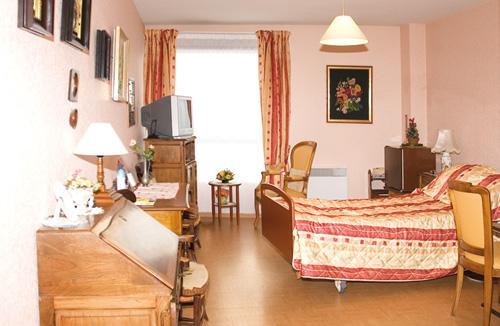 les bruy res lyon votre maison de retraite lyon. Black Bedroom Furniture Sets. Home Design Ideas